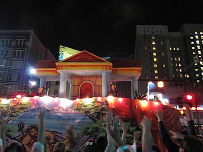 New Orleans - Mardi Gras Parades - 121240 Art Print