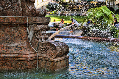 Photograph - New York - Central Park Fountain by Lee Dos Santos