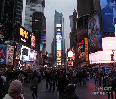 Photograph - New York City Action by Louise Peardon