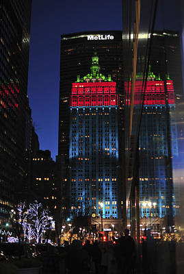 Photograph - New York City Holidays Helmsley Building by Terry DeLuco