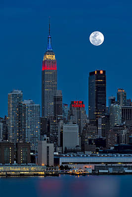Empire State Building Photograph - New York City Moonrise  by Susan Candelario