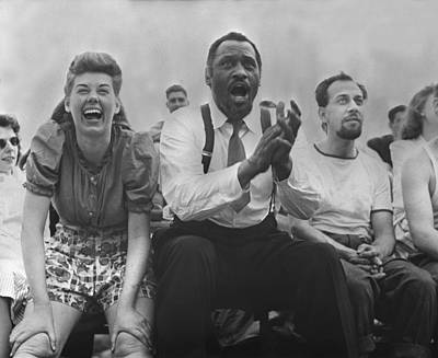 Applaud Photograph - New York City, Paul Robeson Center by Everett