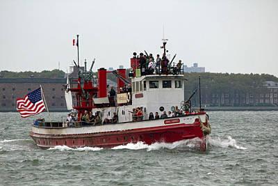 New York Fire Boat Nyc Art Print