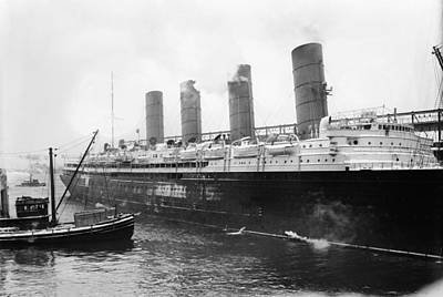 Photograph - New York Lusitania by Granger