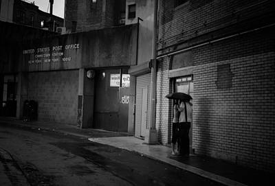 Chinatown Photograph - New York Romance - Kiss In The Rain by Vivienne Gucwa