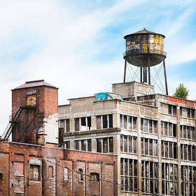 Print featuring the photograph New York Water Towers 18 - Greenpoint Water Tower by Gary Heller