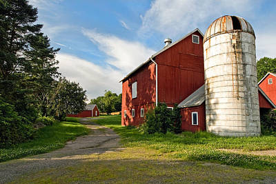 New England Dairy Farms Photograph - Newtown Barn by Bill Wakeley