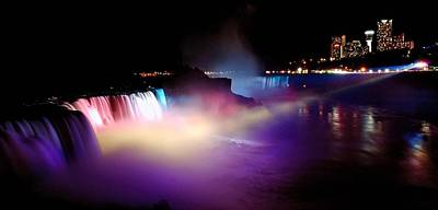 Niagra Falls Photograph - Niagara Falls - Image 1284-01 by Larry Jost