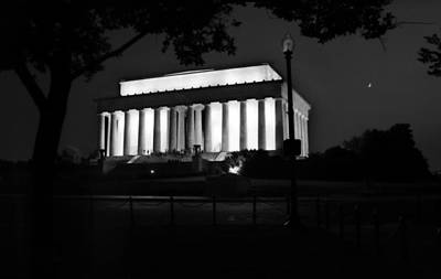 Photograph - Night At The Lincoln Memorial by Greg Mimbs