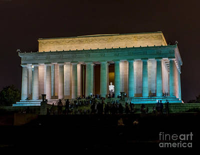 Photograph - Night At The Lincoln Memorial by Nick Zelinsky