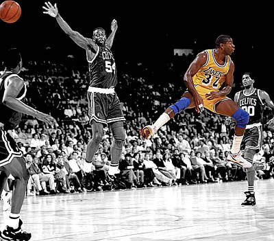 Magic Johnson Photograph - No Look Pass by Brian Reaves