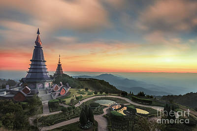 Doi Photograph - Noppha Methanidon-noppha Phon Phum Siri Stupa by Anek Suwannaphoom