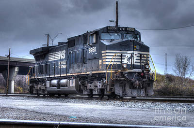 Que Photograph - Norfolk Southern #8960 Engine II by J M Lister