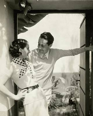 Norma Shearer And Irving Thalberg In A Garden Art Print