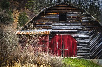 Photograph - North Carolina Red Door Barn by Carolyn Marshall