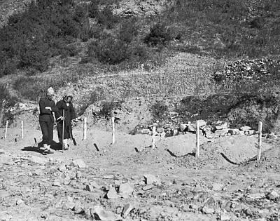 Korean War Photograph - North Korean Massecre Graves by Underwood Archives