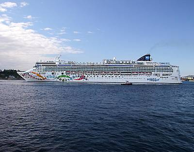 Photograph - Norwegian Pearl by George Cousins