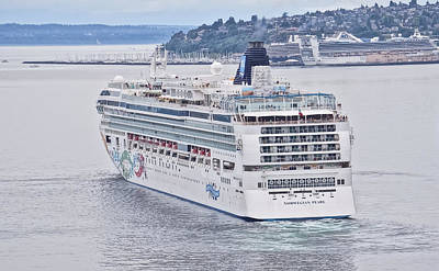 Photograph - Norwegian Pearl Sets Sail by Ronda Broatch