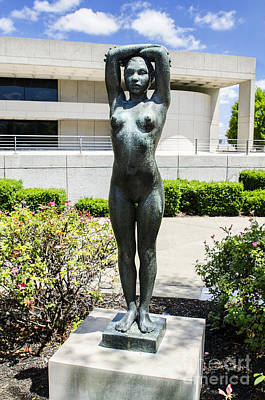 Photograph - Nude Statue by Paul Mashburn