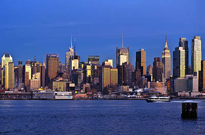D700 Photograph - Ny Skyline At Twilight by Mitchell R Grosky