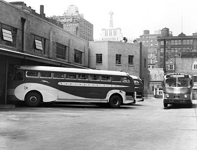 Greyhound Photograph - Nyc Greyhound Bus Terminal by Underwood Archives