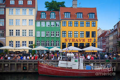 Crowd Scene Photograph - Nyhavn 17 by Inge Johnsson