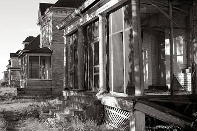 Old House Photograph - Officers' Row by Jim Hughes