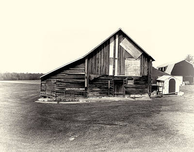 Photograph - Old Barn 01 by Gordon Engebretson
