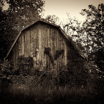 Photograph - Old Barn 04 by Gordon Engebretson