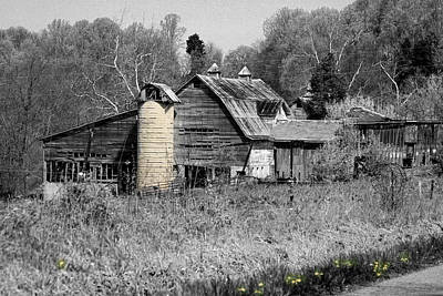 Photograph - Old Barn 1 by David Yocum