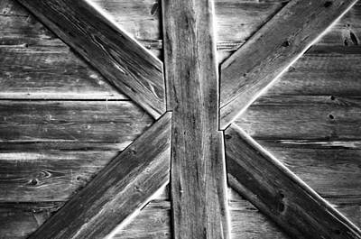 Tuer Photograph - Old Barn Door by Miguel Winterpacht