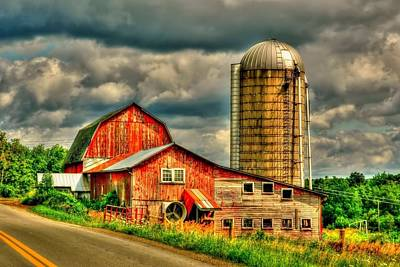 Print featuring the photograph Old Barn by Ed Roberts
