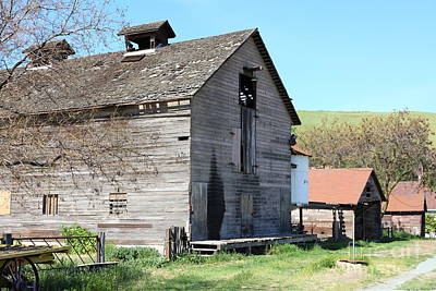 Photograph - Old Barn In Antioch California 5d22272 by Wingsdomain Art and Photography