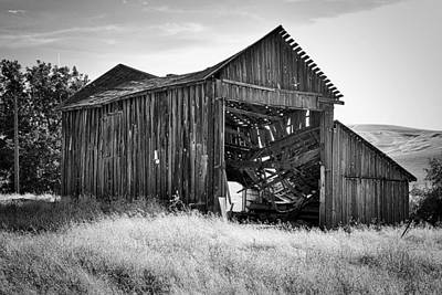 Photograph - Old Barn by Ron Roberts