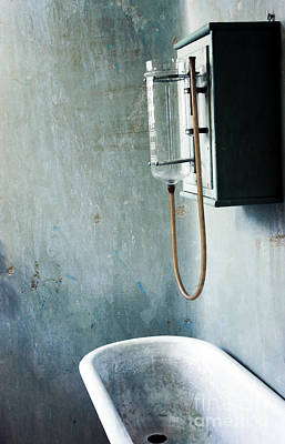 Photograph - Old Bath Tub by Sophie Vigneault