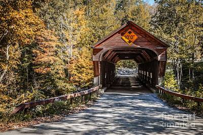 Kunst Photograph - Old Covered Bridge Vermont by Edward Fielding