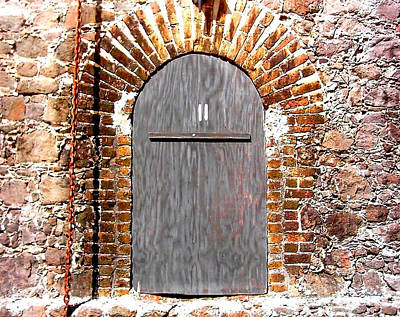 Photograph - Old Doorway Of Pidgeon Island Fort by Duane McCullough