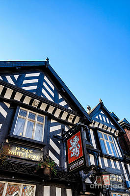 Photograph - Old English Pub Of The Tudor Era by David Hill