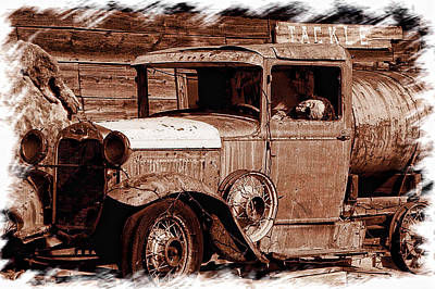 Photograph - Old Ford Guffy Co by Ron Roberts