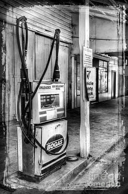 Old Fuel Pump - Black And White Art Print by Kaye Menner