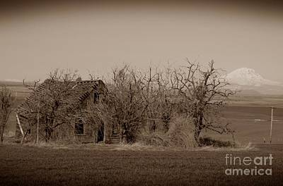 Photograph - Old Goldendale Homestead Sepia by Chalet Roome-Rigdon