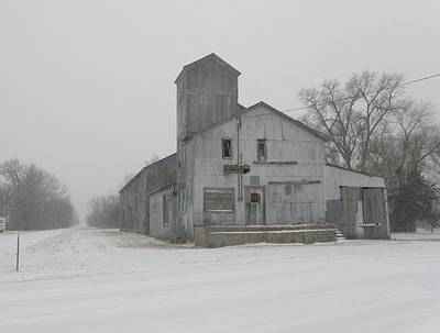 Photograph - Old Grainery by HW Kateley