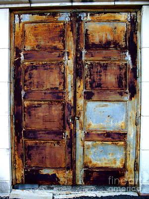 Old Door Photograph - Old Hilton Door by Chuck Taylor