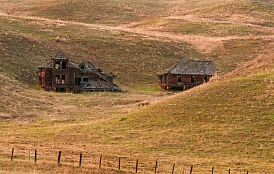 Photograph - Old Historic Pioneer Mansion Homestead In Rolling Hills by Valerie Garner
