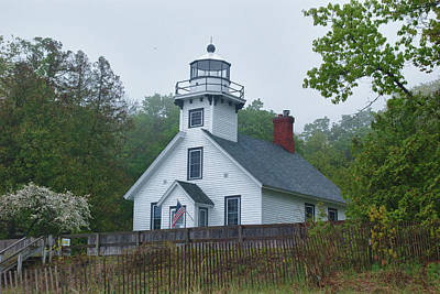 Photograph - Old Mission Lighthouse 10252 by Guy Whiteley