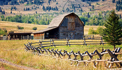 Photograph - Old Montana Barn by Linda Shannon Morgan