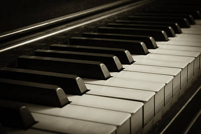 Photograph - Old Piano by Erin Cadigan