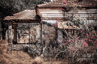 Goa Photograph - Old Portuguese House by Catherine Arnas