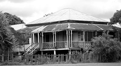 Photograph - Old Queenslander by Lee Stickels