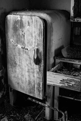 Photograph - Old Refrigerator by Nathan Hillis
